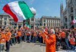 Pappalardo e gilet arancioni assembrati in piazza senza mascherina: bufera sui social