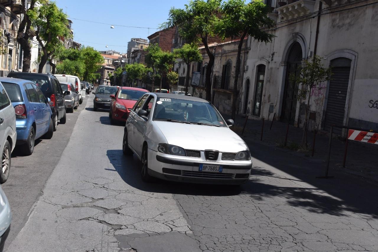 """Catania, crollo via Castromarino: 14 famiglie sfollate e abbandonate. """"Il Comune non esiste"""""""