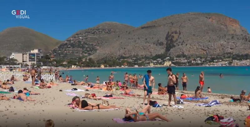 Boom di bagnanti e spiagge prese d'assalto in Sicilia: controlli a tappeto delle forze dell'ordine