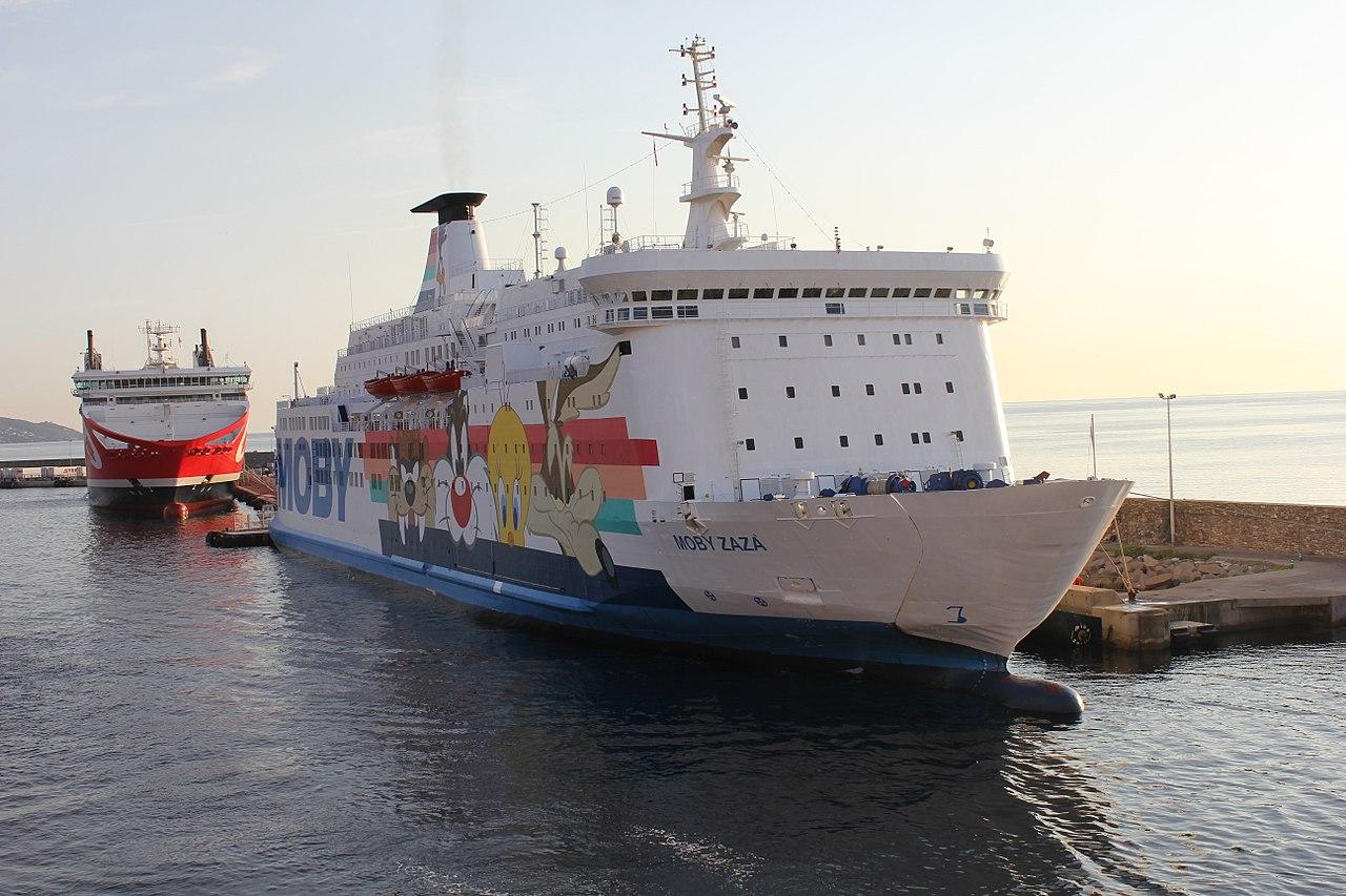 """Finita la sorveglianza sanitaria, 106 migranti lasciano la """"nave quarantena"""" Moby Zazà"""