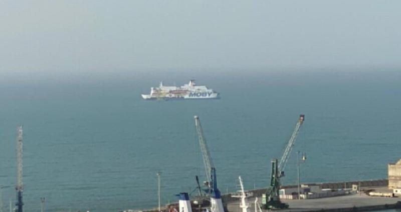 Migranti, la Moby Zazà per la quarantena a Lampedusa ma non resterà a lungo: una notte di viaggio
