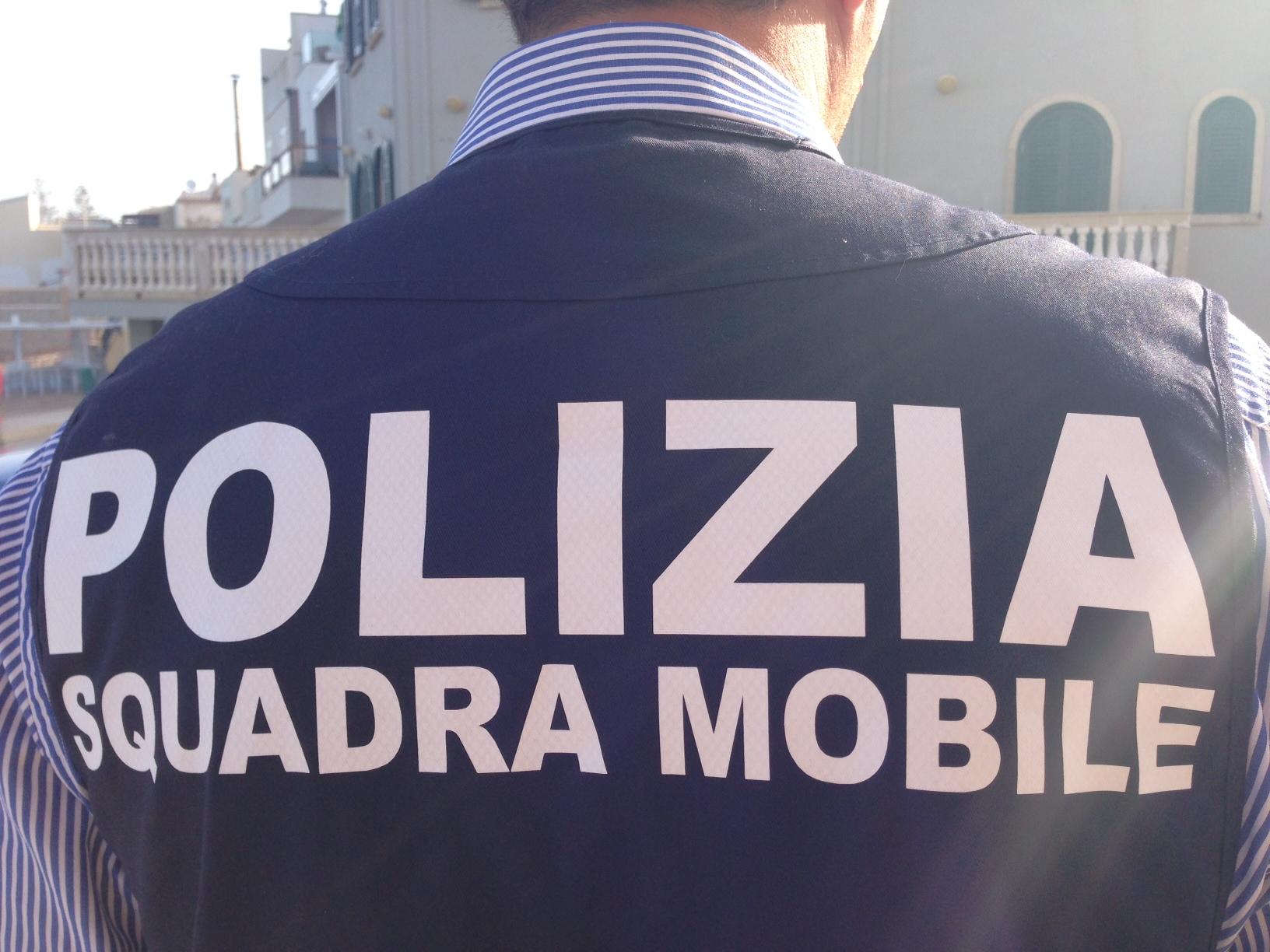 Librino, con un bicchiere pieno di droga durante blitz in viale Grimaldi: arrestato Carmelo Salamanca