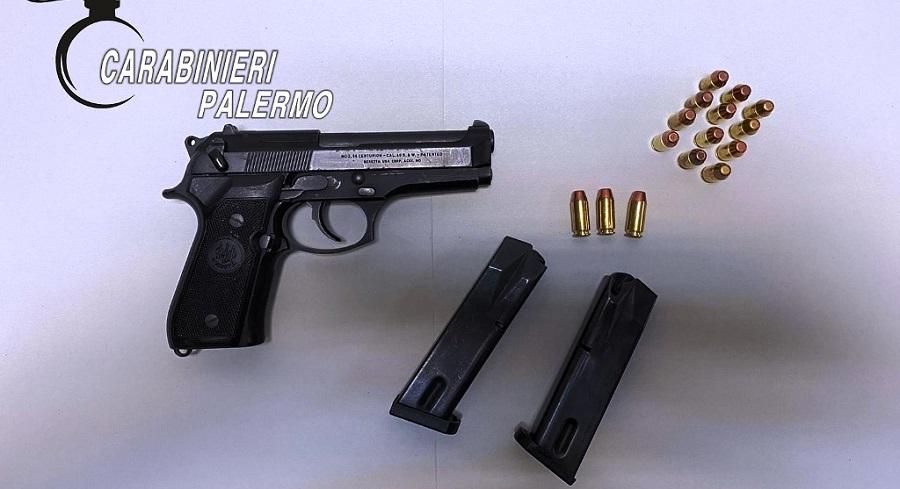 """""""Partner in crime"""" custodivano armi clandestine in casa: arrestati coniugi"""
