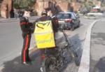 """Food delivery, controlli su strada di oltre mille """"riders"""": indagini in corso sulla gestione del lavoro"""