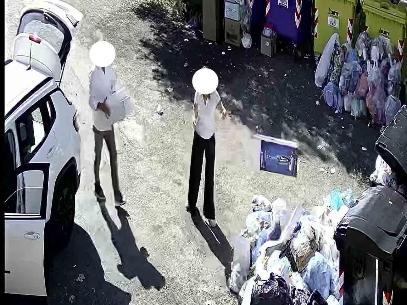 """""""Incivili"""" a San Gregorio scaricano rifiuti dalle loro auto: un signore e una coppia beccati dalle telecamere"""