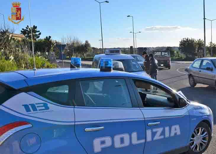 Rapina una donna, la spinge per terra e fugge per le vie cittadine: arrestato 43enne catanese