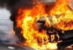 Auto prende fuoco dentro galleria sull'A20: mezzo divorato dalle fiamme, vigili del fuoco sul posto