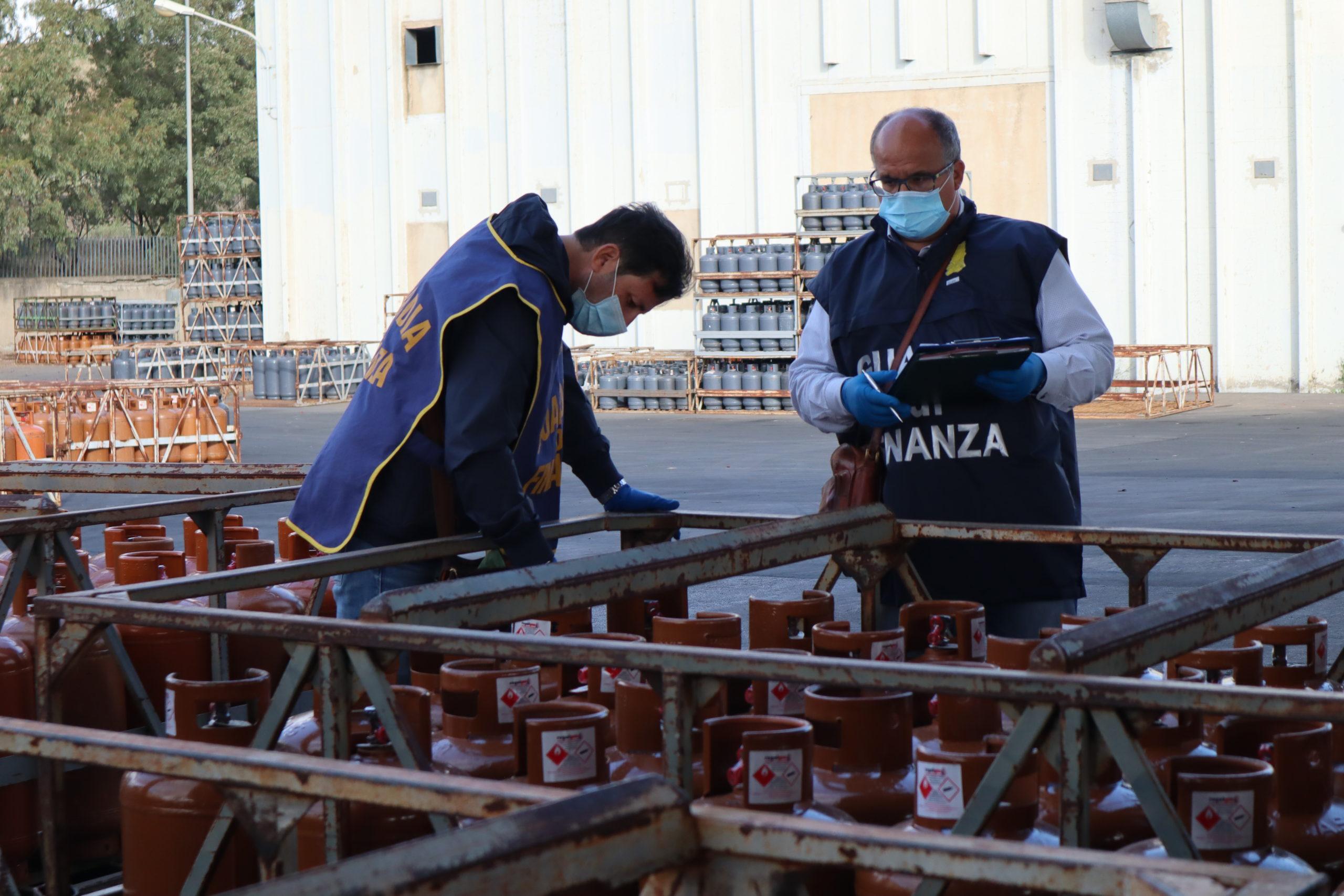 """Operazione """"Fuga di gas"""", frode in commercio: sequestrate oltre 15mila bombole. Denunciati due catanesi"""