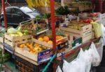 """Sopralluogo al mercato di Aci Catena, venditori senza mascherina. Il sindaco: """"Non comprate da chi cerca di fare il furbo"""""""