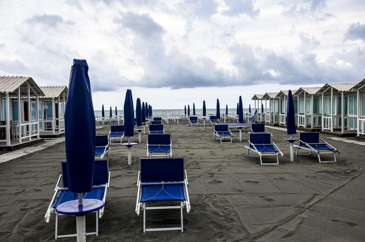 Spiagge, gli italiani non sono preparati alle nuove regole dell'Iss: cresce il malcontento