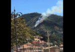 Bruciano le colline sopra Cefalù, non bastano i vigili del fuoco: interviene un canadair