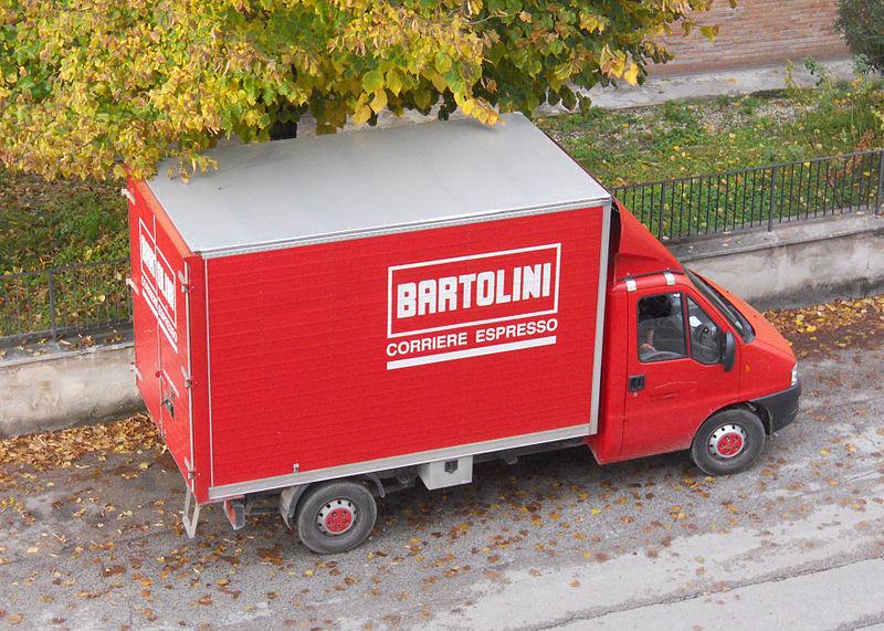 Focolaio di contagi a Bologna, oltre 40 positivi alla Bartolini: tamponi a tappeto, chiuso il magazzino