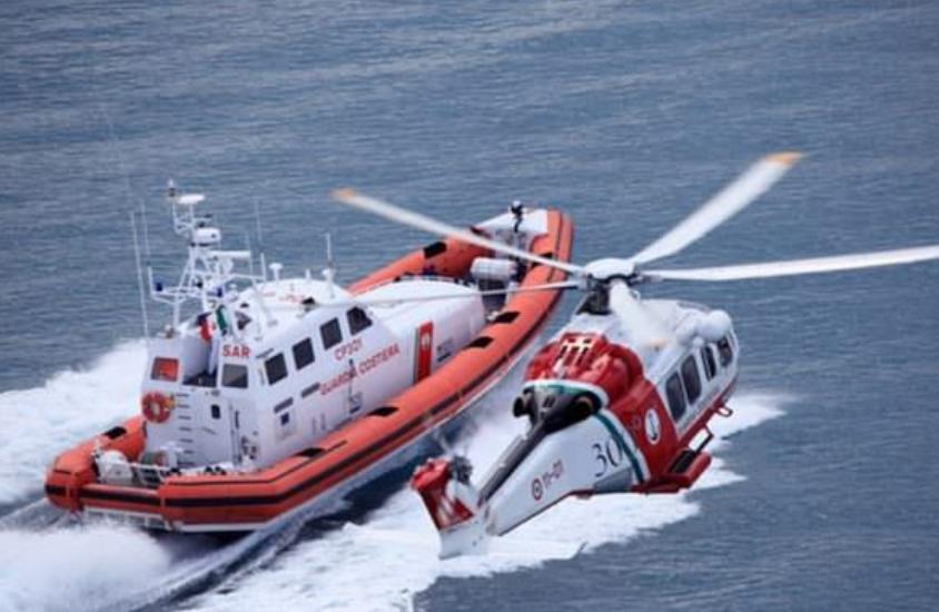 Giallo in Sicilia, ritrovato cadavere in mare: carabinieri e Capitaneria di Porto in azione
