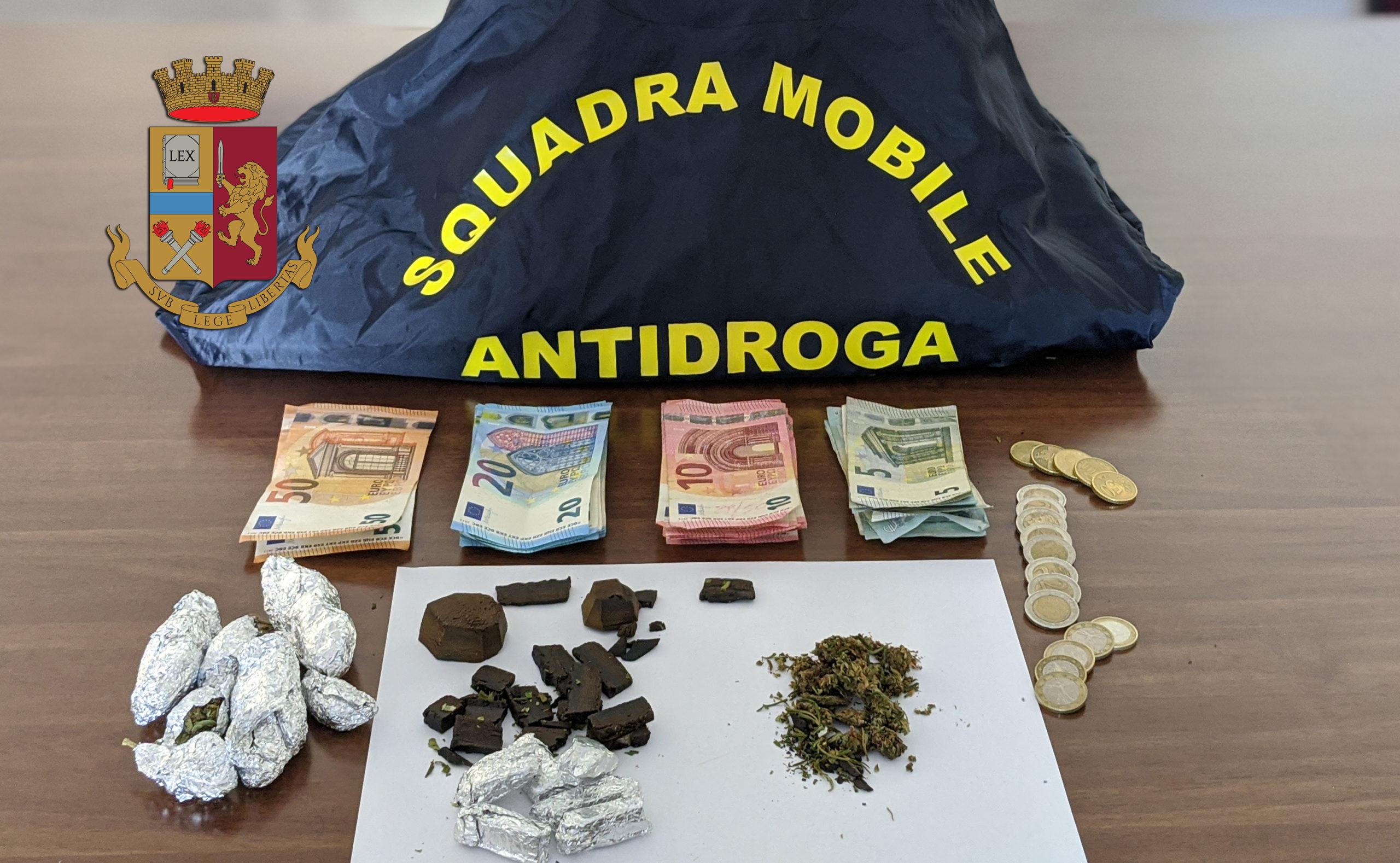 Dosi di marijuana negli slip, 39enne recidivo per spaccio arrestato dalla Squadra Mobile