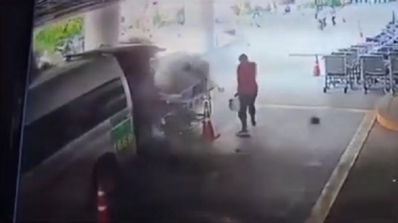 Tragedia sfiorata in ospedale. Bombola d'ossigeno esplode nell'ambulanza: scappa anche paziente allettato – VIDEO