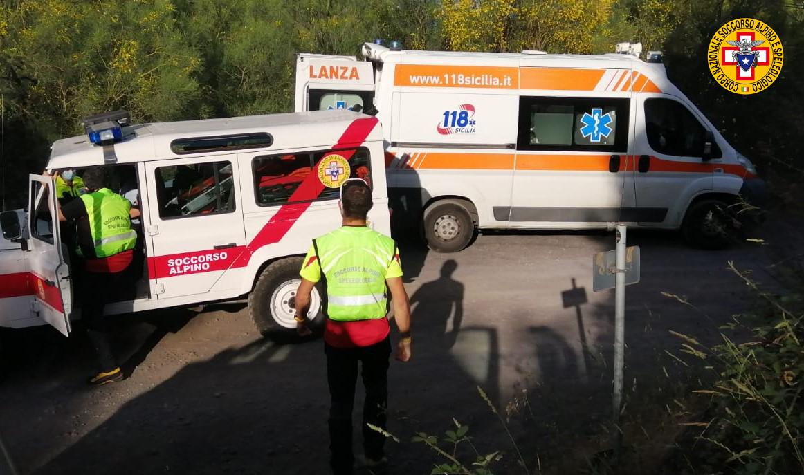 Escursionista cade su un sentiero dell'Etna, soccorso dai sanitari: trasportato in ospedale