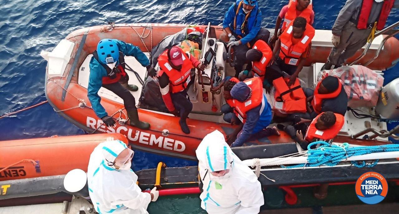 Notte movimentata a Lampedusa: arrivati 7 barconi con a bordo 253 migranti