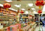 Violento tentativo di rapina in negozio cinese, calci e pugni a commerciante: 2 arresti, caccia a 2 complici