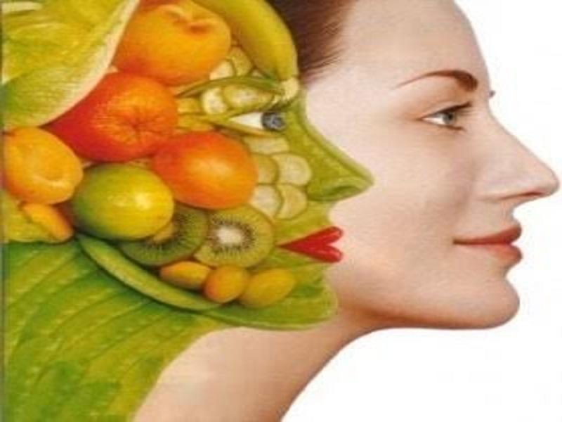 Gli alimenti che nutrono la pelle
