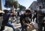 Alta tensione al Circo Massimo, ultras e Forza Nuova in piazza: scontri con la polizia e violenze, 8 fermati