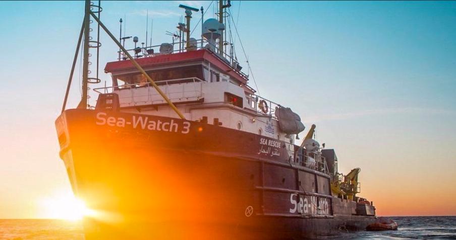 Emergenza migranti, ancora salvataggi a sud della Sicilia: Ocean Viking e Sea Watch 3 chiedono porto sicuro