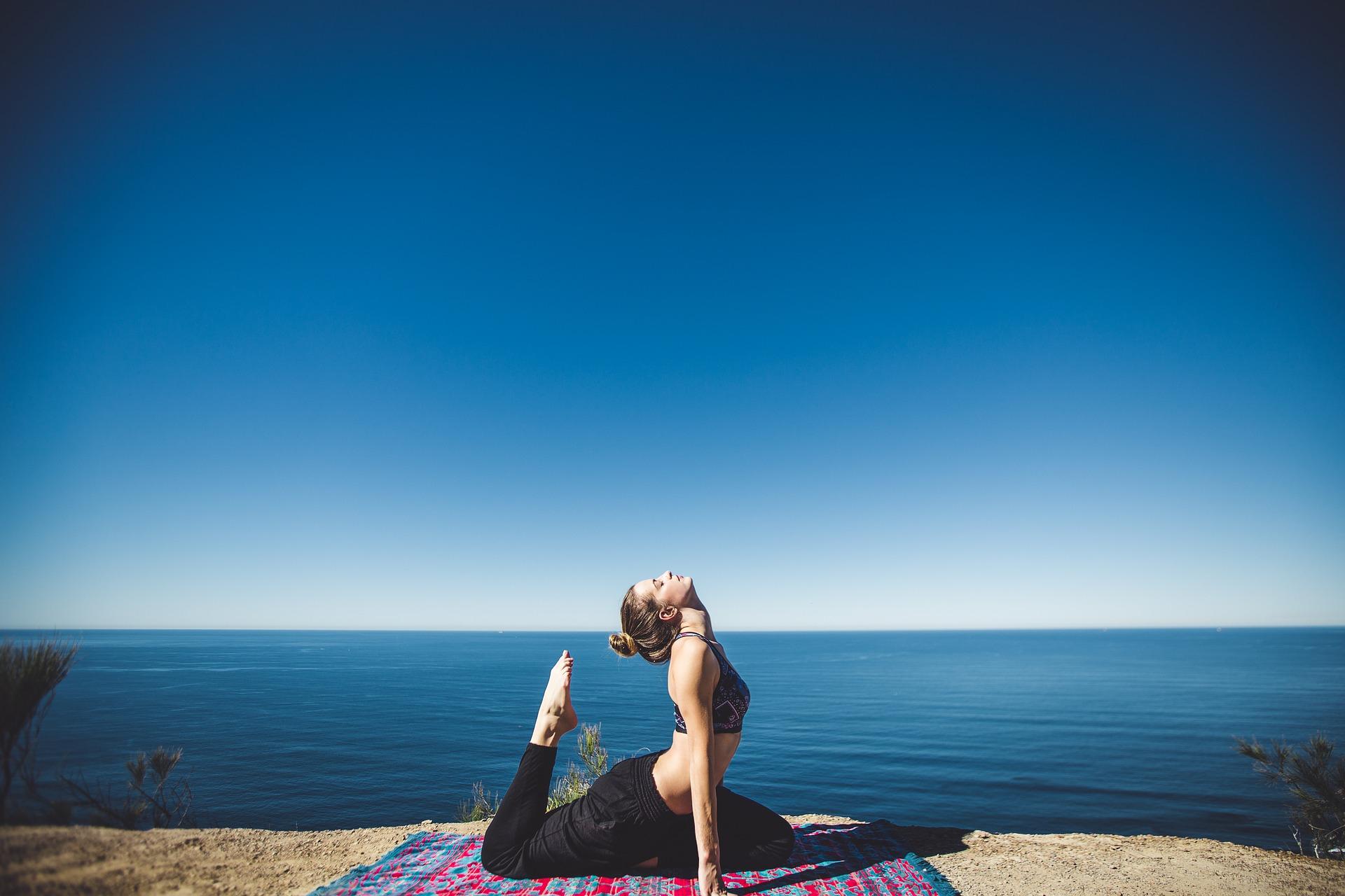 Disciplina, consapevolezza e benessere fisico e mentale: lo Yoga Day 2020 si celebra sul web