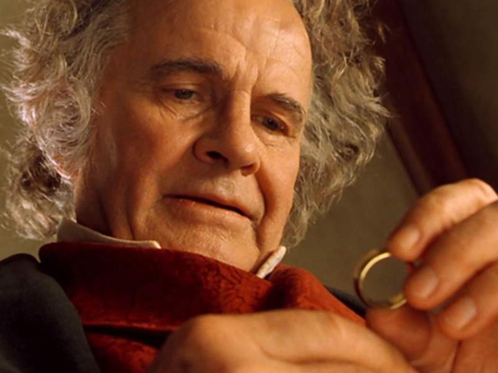 """Addio a Iam Holm, il celebre hobbit Bilbo Baggins del """"Signore degli anelli"""""""