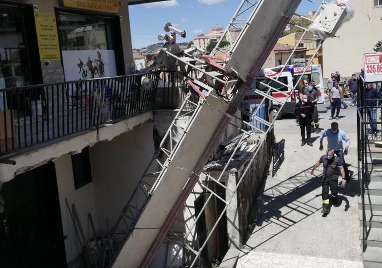 Incidente sul lavoro, crolla ponteggio mobile da palazzina: operaio trasportato in ospedale
