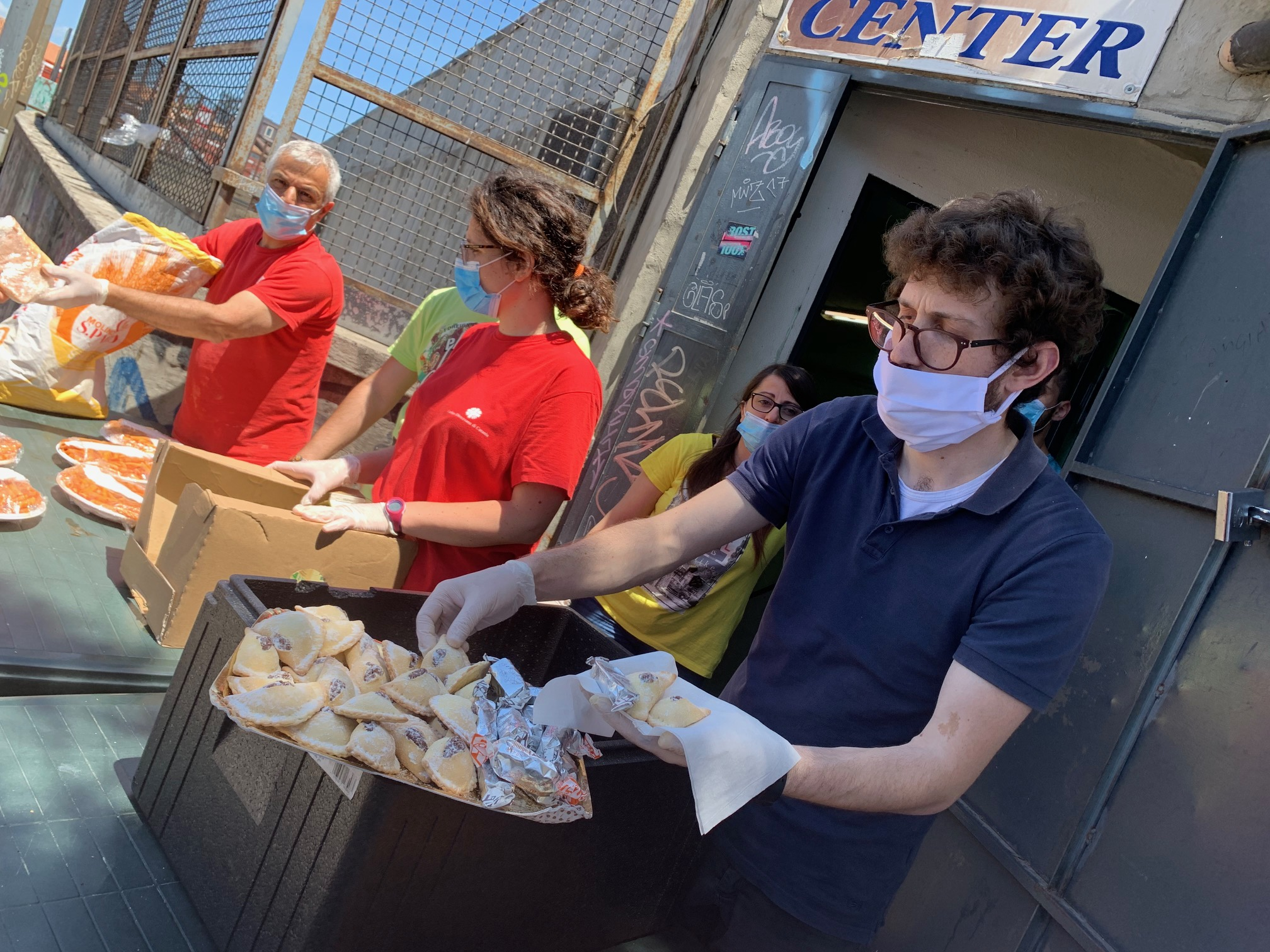 Help center a Catania, donati quasi 400 pasti al giorno a famiglie colpite dalla crisi economica