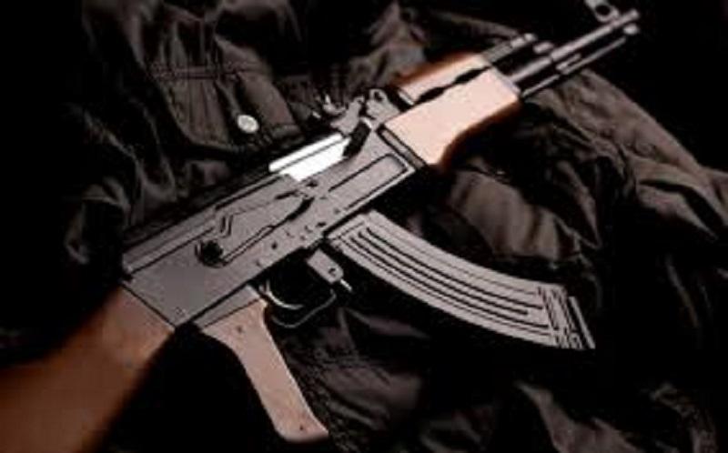 Scoperta pericolosa nella campagne siciliane, trovato Kalashnikov e proiettili inesplosi: scattano indagini