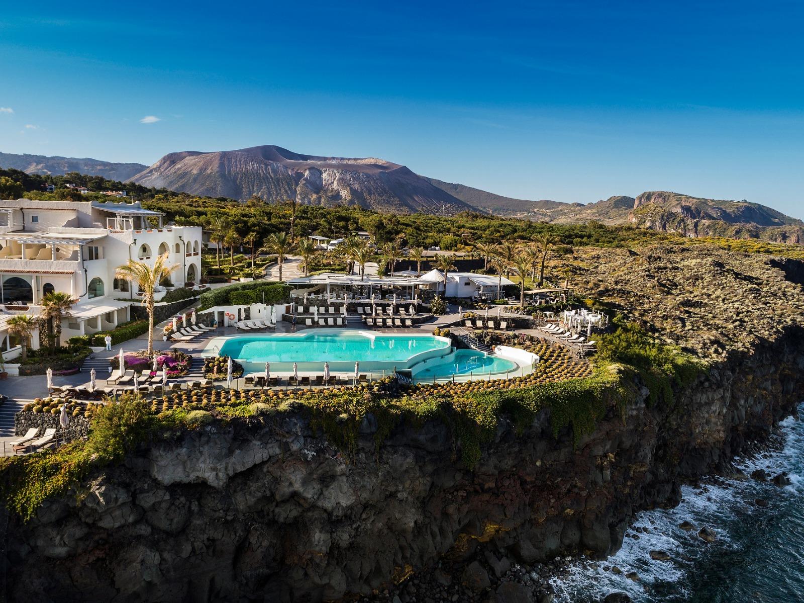 """La Sicilia e il turismo, riapre il Therasia Resort a Vulcano. """"Un atto d'amore per le Isole Eolie"""""""