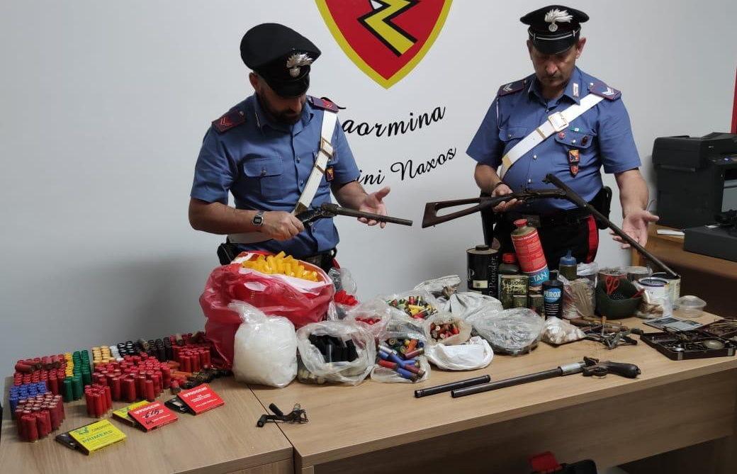 Intervengono per sedare lite e scoprono un vero e proprio arsenale: carabinieri arrestano 67enne