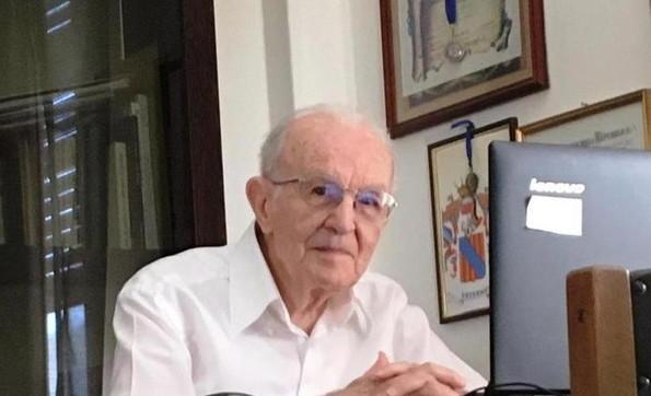 """Si laurea a 97 anni, grande emozione per Giuseppe Paternò: """"Non mi fermo, prenderò la magistrale"""""""