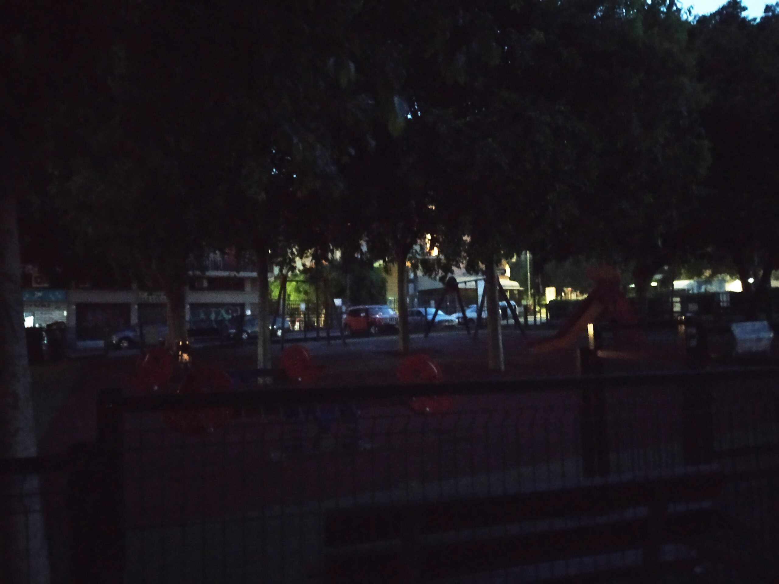 """Area Verde parco """"Aldo Moro"""" al buio, continuano le proteste dei cittadini del quartiere Borgo-Sanzio"""