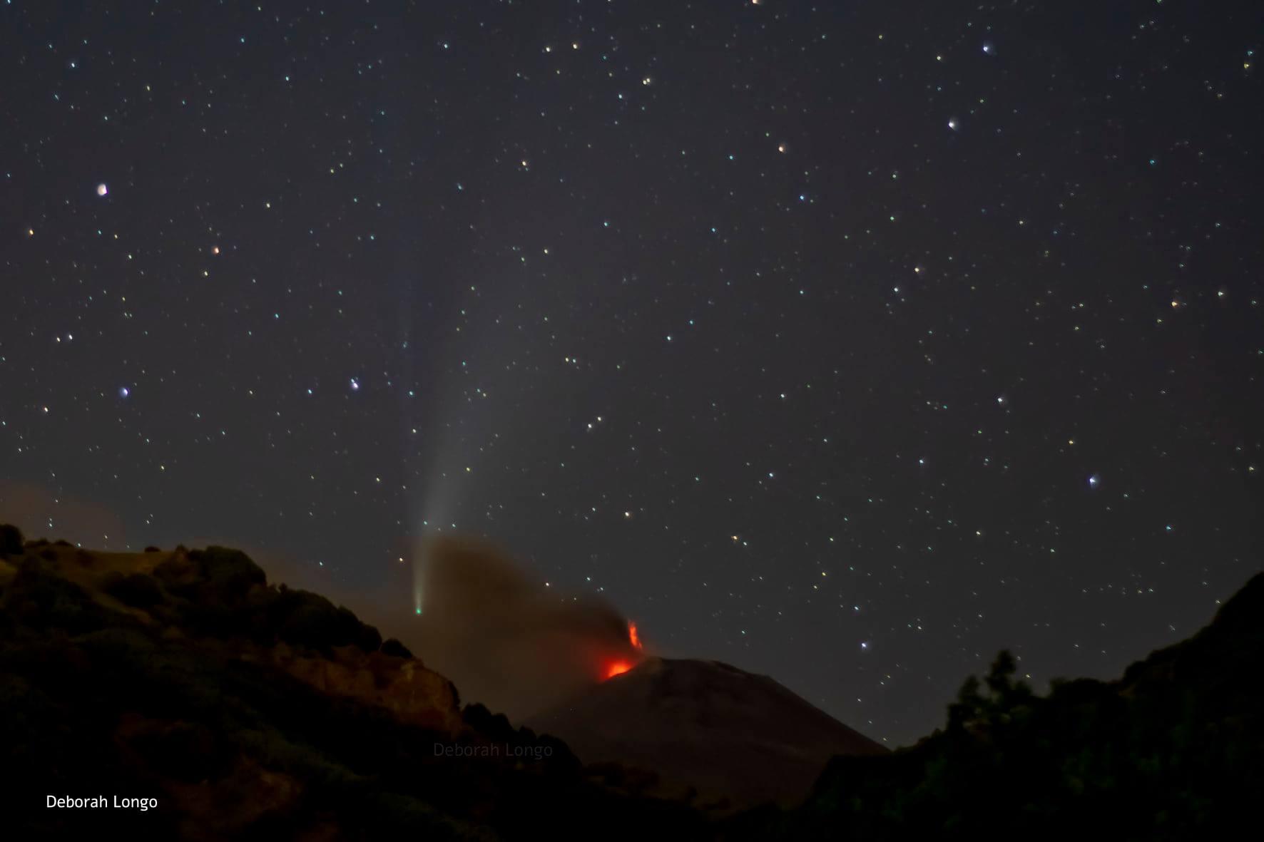 """La cometa Neowise """"arriva"""" a Catania e """"abbraccia"""" l'Etna: lo scatto che sta affascinando il web"""