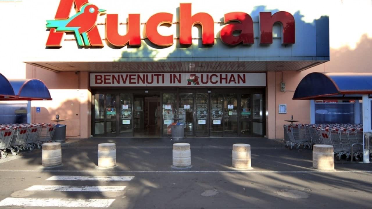 Catania, dipendente Auchan di Misterbianco positivo: ipermercato chiuso, 8 persone in isolamento