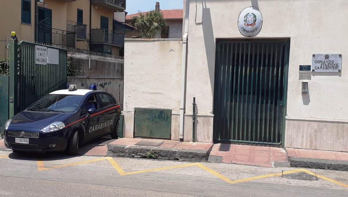 Incidente in via Umberto, 28enne di Mascalucia in Smart travolge 55enne e fugge via per la paura