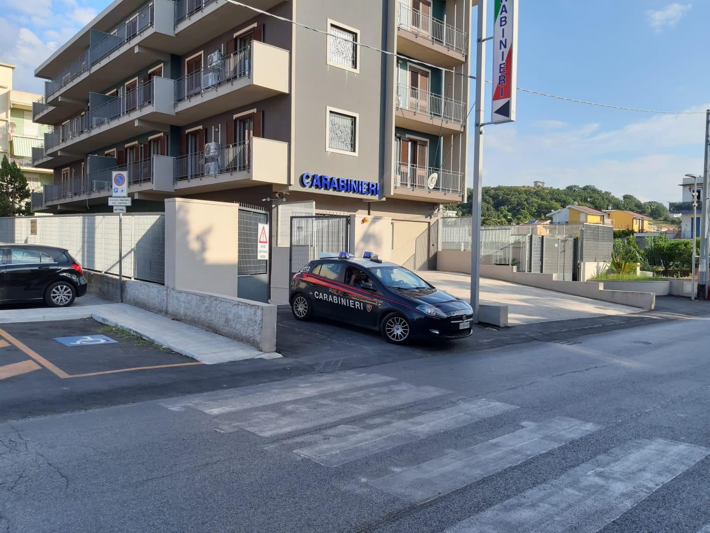 Serrati controlli dei carabinieri su spaccio e coltivazione di droga: un arrestato e 2 denunciati