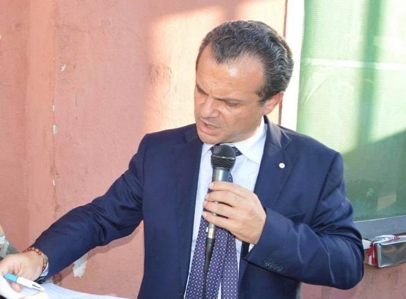 """Emergenza rifiuti, De Luca si scaglia contro Musumeci: """"La Sicilia nuota nell'immondizia"""""""