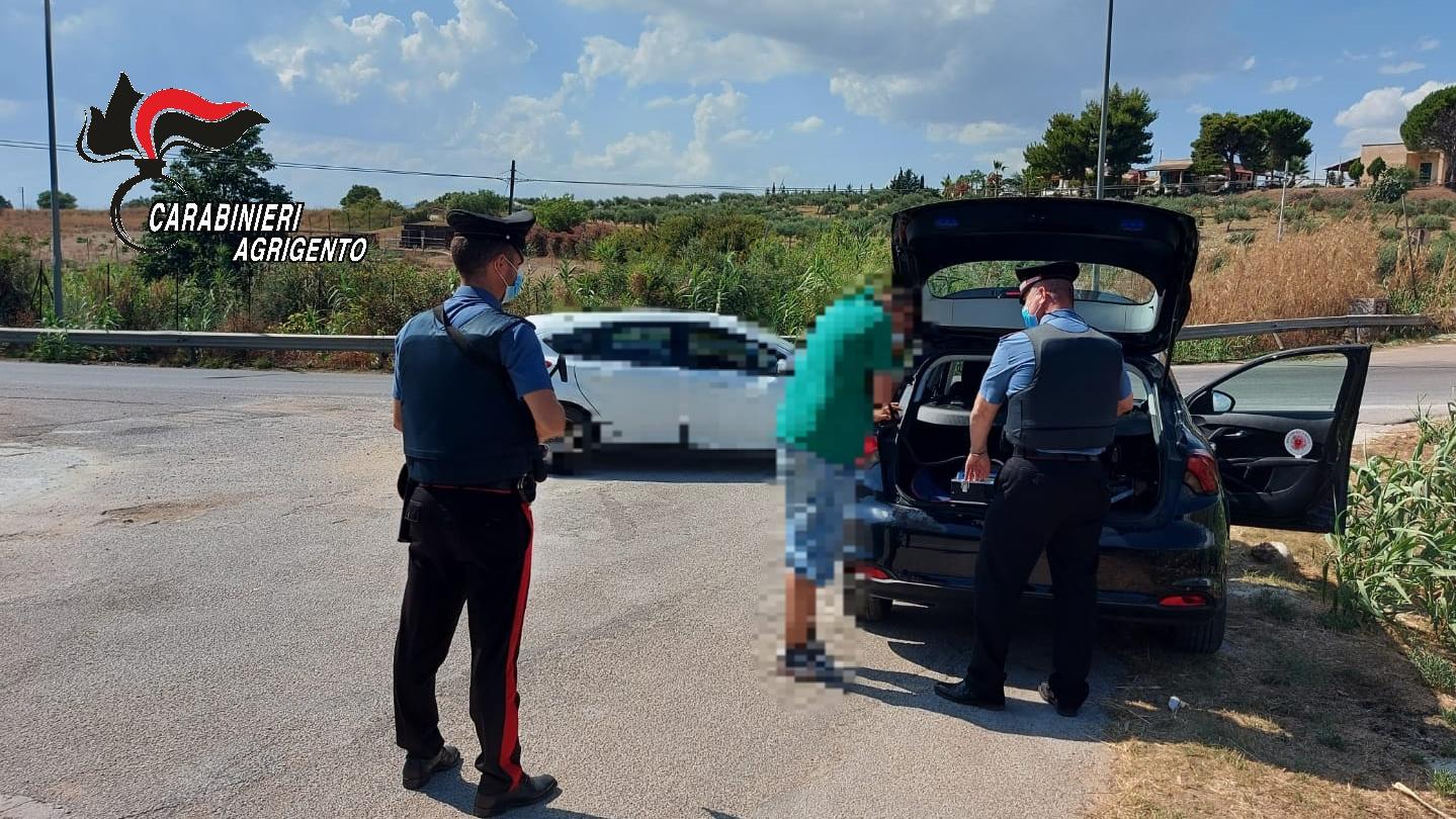 """Carabinieri contro gli automobilisti """"indisciplinati"""" e gli eccessi della movida: multe e patenti ritirate"""
