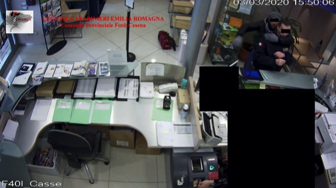 Rapinarono una banca di Cesena, colpo da oltre 80mila euro: arrestati 4 siciliani in trasferta