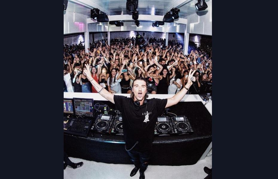 Assembramento in discoteca, Andrea Damante al centro delle polemiche: oltre 2mila presenze senza mascherina