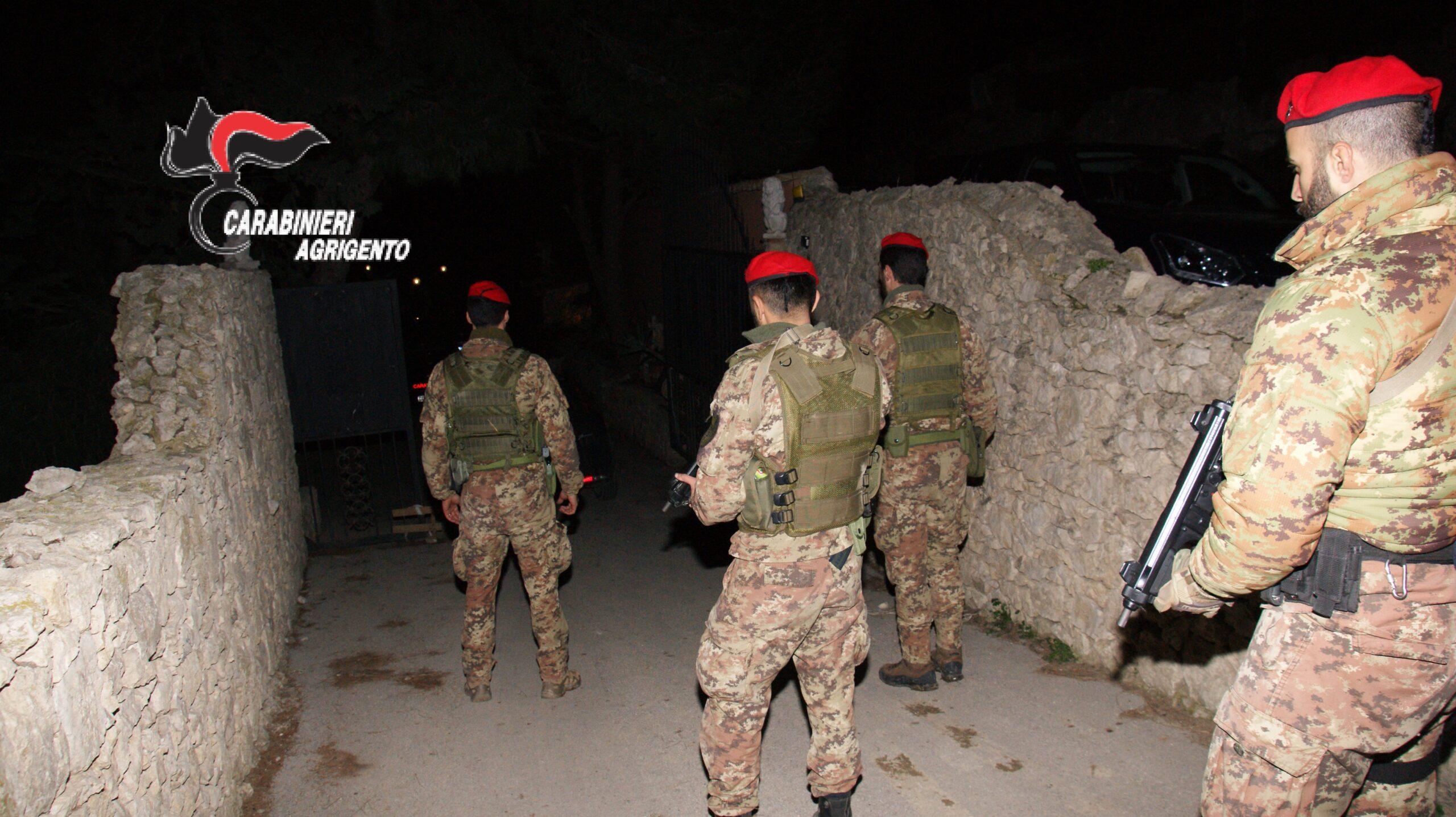 Faida omicidiaria tra due famiglie: arresti e perquisizioni in corso, in campo oltre 50 carabinieri