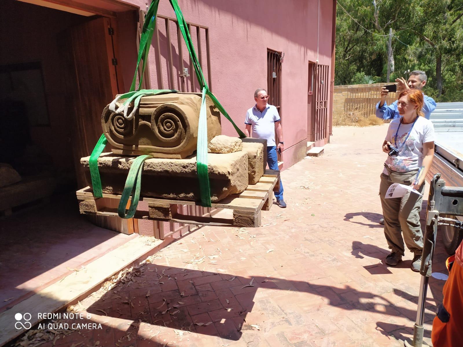 Scoperta storica durante gli scavi Enel: emerge un capitello ionico, si indaga sull'origine