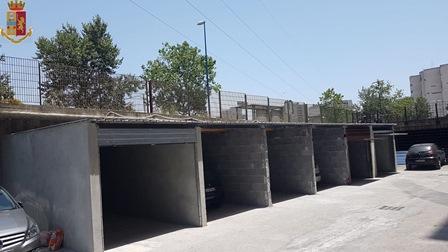 """Costruivano garage abusivi a Librino e percepivano reddito di cittadinanza: tra i """"muratori"""" anche un minore"""