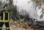 Nube nera su Catania, vasto incendio a San Francesco la Rena: sul posto vigili del fuoco, Forestale e Protezione civile – VIDEO