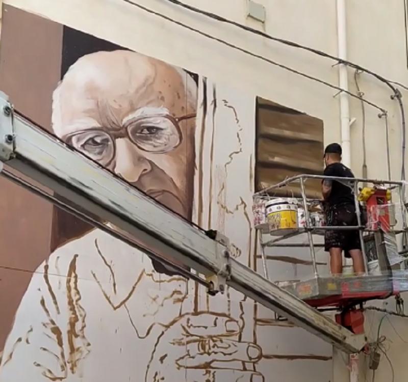 Anniversario morte Camilleri, l'opera d'arte in suo onore: murales come segno di riqualificazione urbana