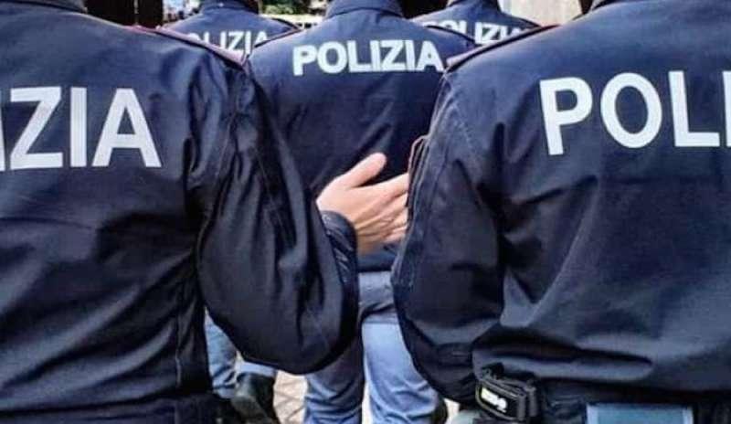 Migranti tentano fuga da centro accoglienza: poliziotto aggredito e ferito