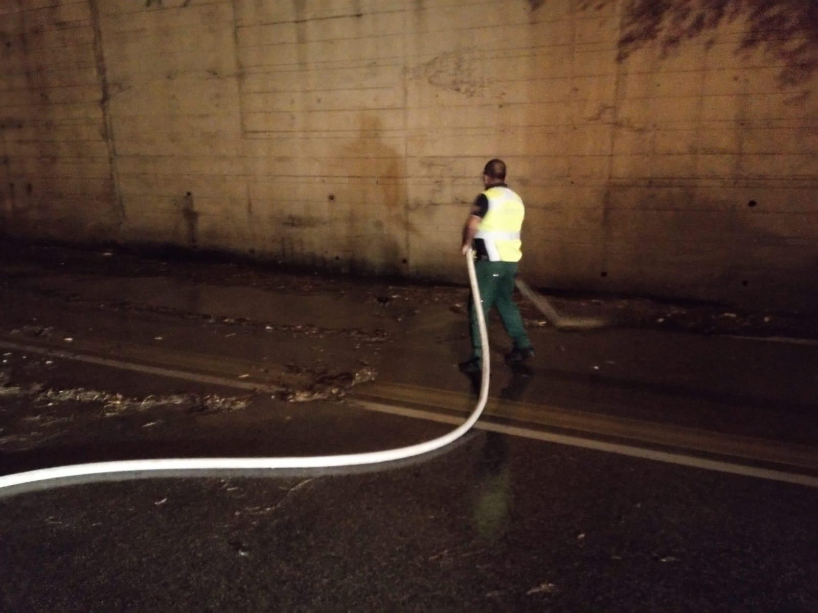 Acqua e fango bloccano Palermo, in azione anche la Protezione civile: interventi in numerose zone della città