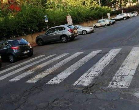Stalli a pagamento sulle strade del quartiere Borgo-Sanzio, residenti e commercianti disperati
